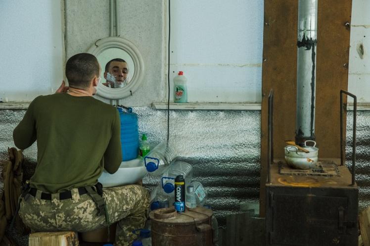 У розташуванні 128-ї бригади на лінії розведення військ біля Богданівки в Донецькій області, листопад 2019 року.