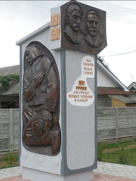 Пам'ятник Пилипіву і Єлиняку в селі Небилів Рожнятівського району Івано-Франківської області.