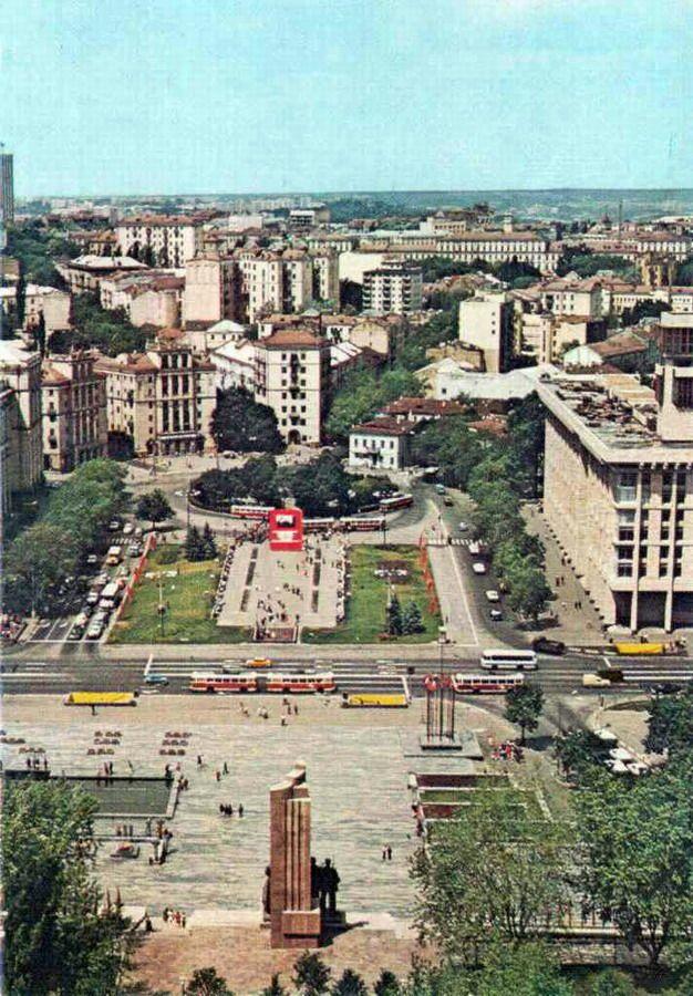 Площадь Октябрьской революции. 1970-е годы.