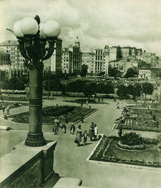 Площадь Калинина после реконструкции. 1950-е годы.