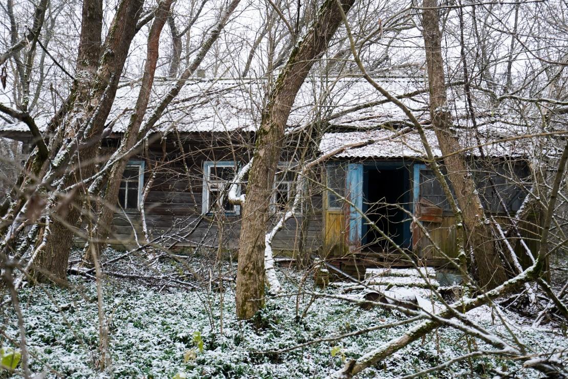 Заброшенный дом в зоне отчуждения.