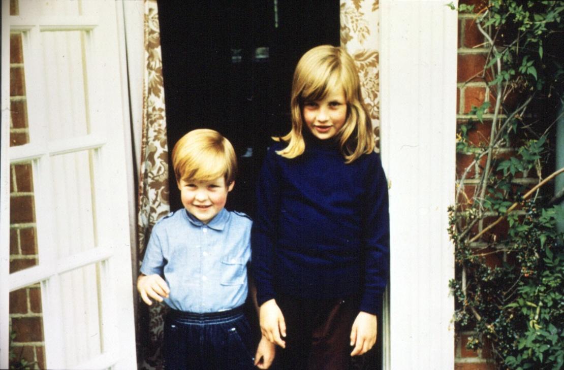 Леді Діана Спенсер разом зі своїм братом Чарльзом Спенсером, віконтом Елторпа, 1968 рік.