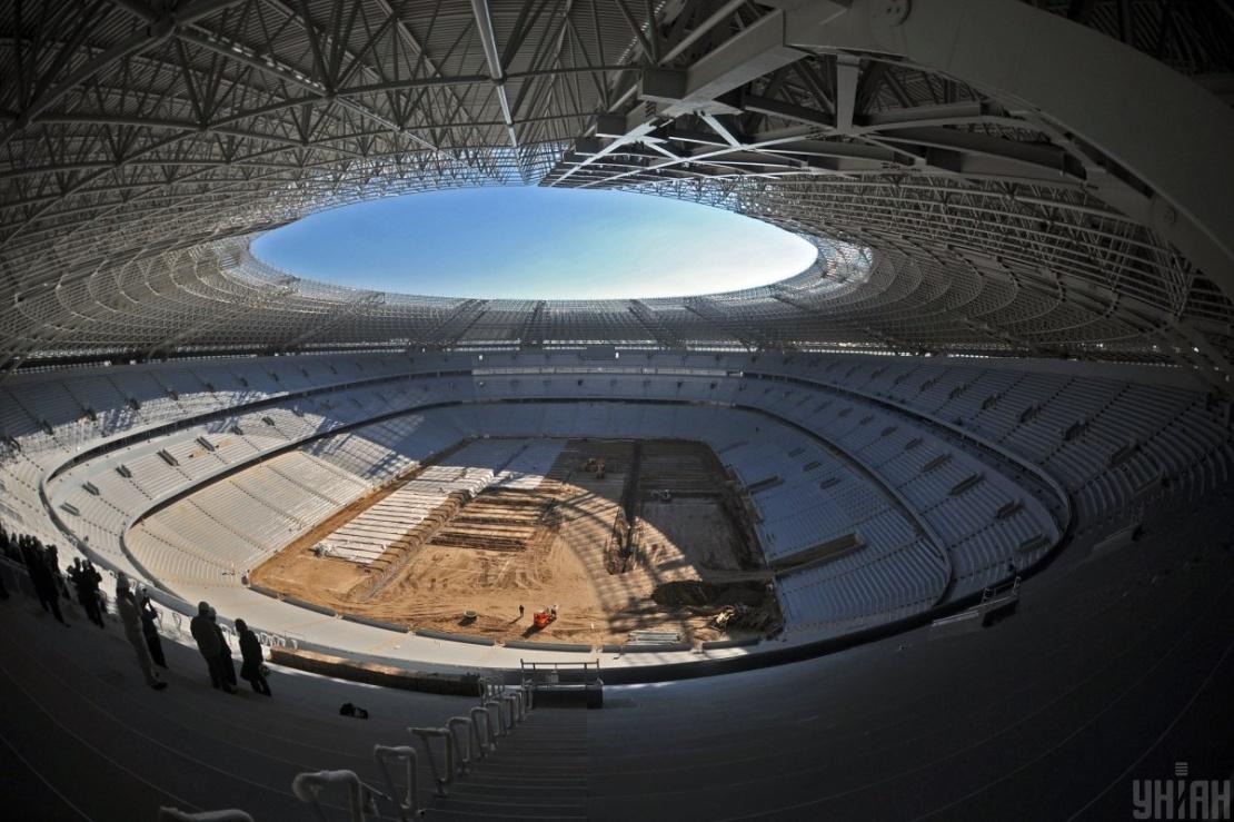 Будівництво «Донбас Арени» почалося у 2006 році, а завершилося у 2009-му. Щоб побудувати стадіон за такий короткий термін, на будмайданчику одночасно працювали до 1 600 людей. Фото 23 жовтня 2008 року.