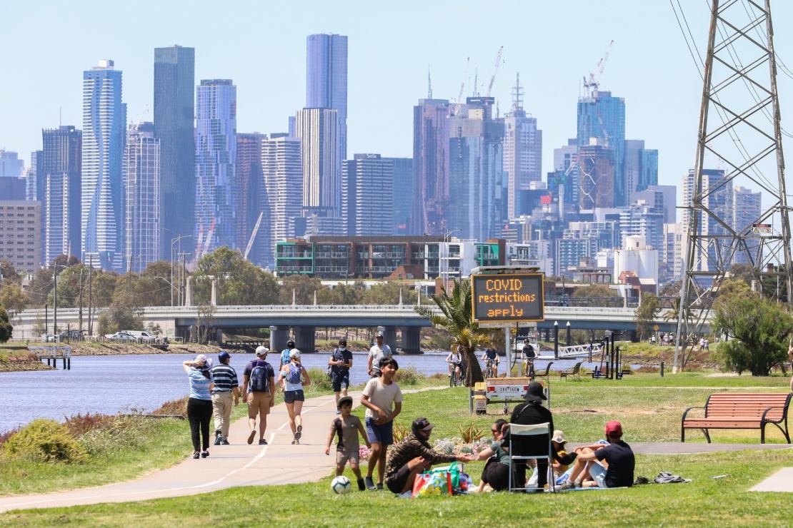 Відвідувачі парку в центрі Мельбурну після скасування жорсткого карантину, 3 листопада 2020 року.