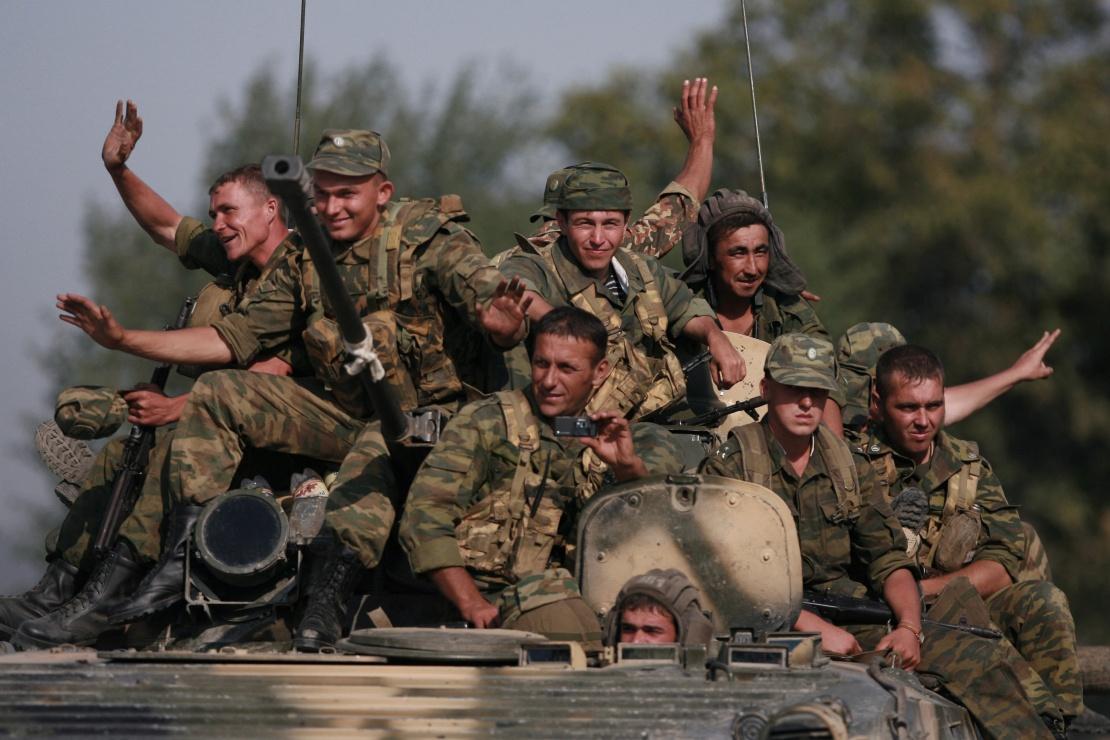 Російські військові відходять від околиць Тбілісі до захоплених «кордонів» Південної Осетії.