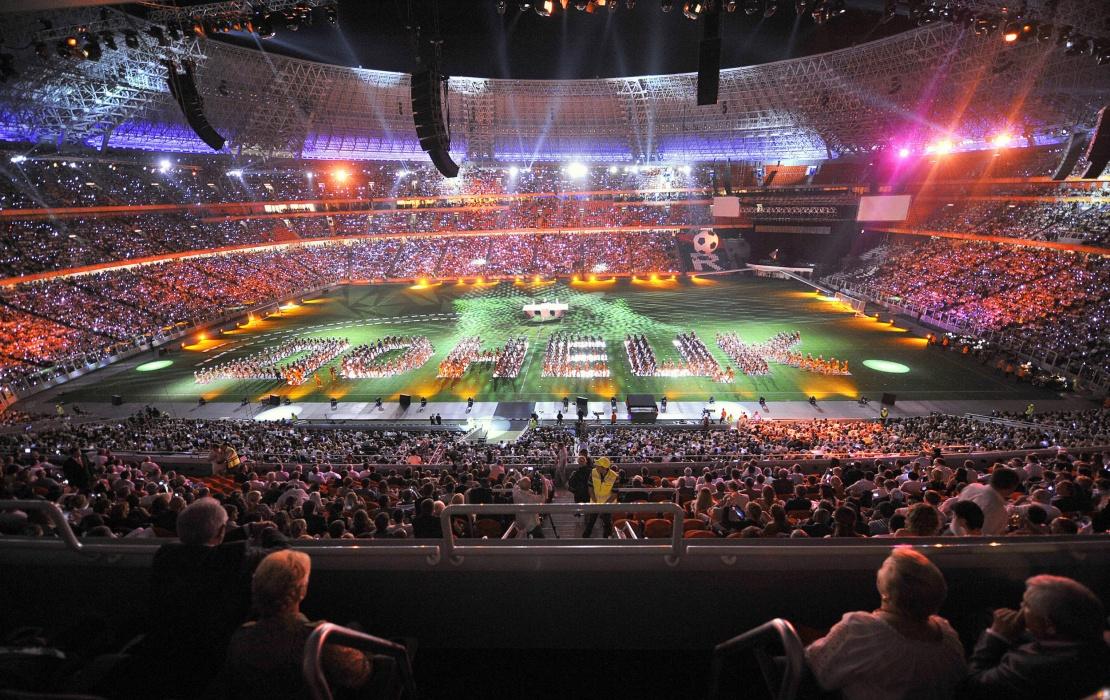 Церемонія відкриття «Донбас Арени» називалася «Гранд Шоу», у ній брали участь кілька тисяч артистів. Закінчилося дійство концертом американської співачки Бейонсе і масштабним феєрверком, 29 серпня 2009 року.