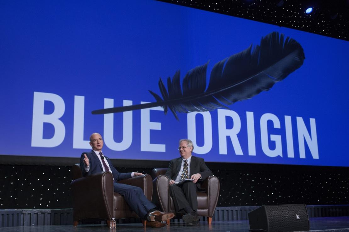Засновник компанії Blue Origin Джефф Безос виступає під час 32-го космічного симпозіуму. Колорадо-Спрингс, Колорадо, США, 12 квітня 2016 року.