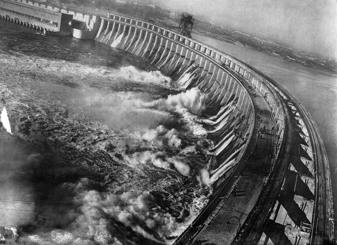 Общий вид плотины ДнепроГЭСа, Запорожье, до 1941 года.
