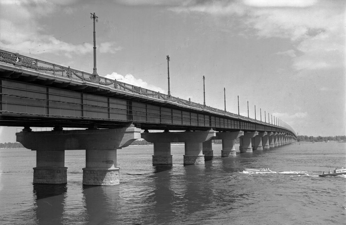 Міст Патона через Дніпро в Києві, 1960-ті роки.