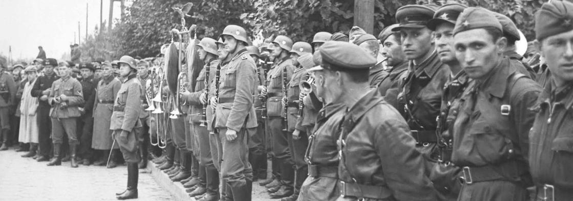 82 роки тому СРСР і нацистська Німеччина провели військовий парад у Бресті після захоплення Польщі. Росія називає це «визвольним походом». Як було насправді — у 15 фото