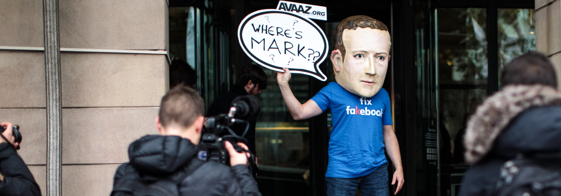Злиті документи поступово «топлять» Марка Цукерберга. Журналісти вже опублікували багато неприємних для нього фактів, і це ще не кінець. Що нового у скандалі з Facebook