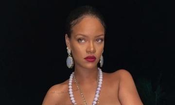 Певица Рианна сфотографировалась с индуистским кулоном на груди. Ее обвинили в неуважении к религии