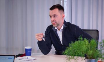 Арестович про перенесення засідань ТКГ із Мінська: Можливо, буде щось на кшталт Швеції