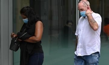 В Сингапуре британец нарушил карантин, чтобы встретиться с невестой. Теперь пара отсидит в тюрьме