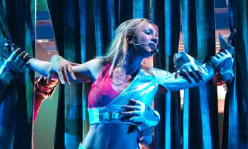 Какой теории заговора вам еще не хватает? Фанаты Бритни Спирс считают, что отец держит певицу в неволе, и ищут тайные знаки в ее Instagram. Вот что они нашли