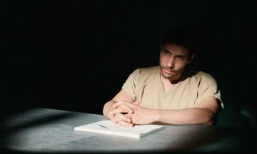 В український прокат вийшов фільм «Мавританець» про в'язня, який 14 років провів у Гуантанамо за підозрою у терактах 9/11. Ось його справжня історія