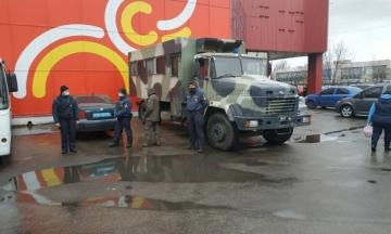 В Николаеве один из рынков отказался прекращать работу вопреки карантину. Властям пришлось задействовать Нацгвардию