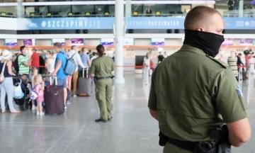 У Варшаві на літак не пустили посла Естонії через відмову надіти маску