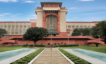 В Индии роскошный отель забронировали для госпитализации больных коронавирусом работников Верховного суда