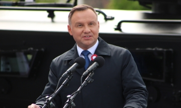 Польского писателя обвинили в оскорблении президента. Он написал в Facebook, что Дуда — «дебил»