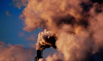 Вредные выбросы во всем мире увеличились после недолгого сокращения на фоне коронакризиса. Однако «зеленой» энергии стало больше