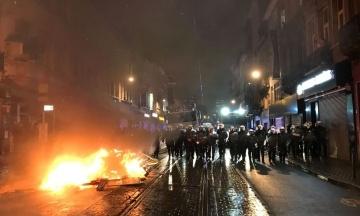 В Брюсселе вспыхнули протесты из-за смерти мигранта в полицейском участке. Задержали более 110 человек