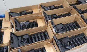 Румунські прикордонники знайшли в українській вантажівці рекордну кількість контрабандної зброї