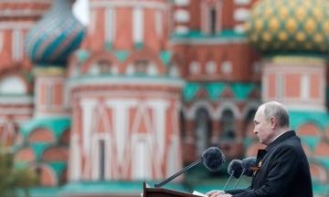 Путін на Красній площі пригрозив країнам з «агресивними планами» та згадав «карателів»