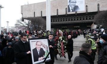 Міськрада Харкова офіційно припинила повноваження померлого мера Кернеса