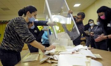 «ЧЕСНО»: У 87 окрузі вже на третій дільниці вибори визнали недійсними