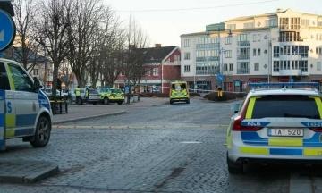 У Швеції чоловік з ножем поранив 8 осіб. Нападник поранений працівником поліціїї
