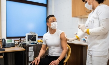 Глава МИД Венгрии Сийярто привился от коронавируса российским «Спутником»