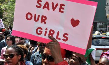 Похитители школьниц из Нигерии отпустили большинство из 317 девочек, захваченных на прошлой неделе. Условия освобождения детей неизвестны