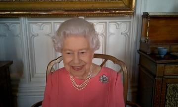 Королева Елизавета II рассказала о своем опыте вакцинации от коронавируса и призвала делать прививки
