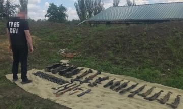 СБУ викрила військовослужбовців, які планували продати вивезену з місця служби зброю