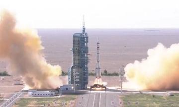 Китай вперше за п'ять років відправив екіпаж у космос