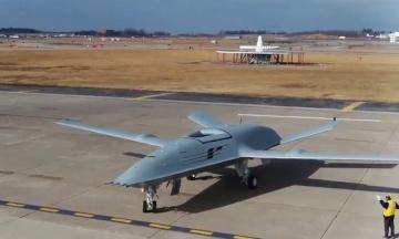 Уперше в історії безпілотник заправив у небі літак. Boeing показала відео