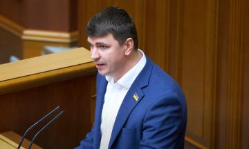 После смерти депутата Антона Полякова в Раде начался скандал. Одни считают его врагом, другие сочувствуют. Кем он был, за что голосовал и чем запомнился ― справка «Бабеля»