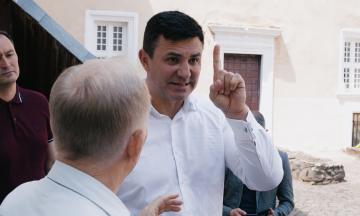 Два музея, две самогонки, десяток сыров и 30 неприятных вопросов — один день с новым куратором Закарпатья Николаем Тищенко. Эпизод второй