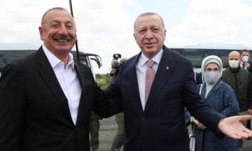 Президенти Туреччини й Азербайджану домовились про військову співпрацю. Документ підписали в Нагірному Карабаху