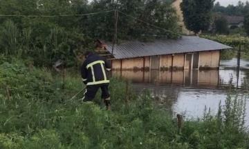 На Буковині через зливу підтоплені десятки житлових будинків, пошкоджені дороги та мости