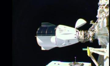 Корабель Crew Dragon компанії SpaceX із чотирма астронавтами успішно зістикувався з МКС