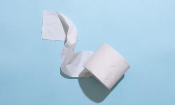 У Чернівцях комунальники скасували тендер на туалетний папір: замість 60 метрів в рулоні нарахували 49,5