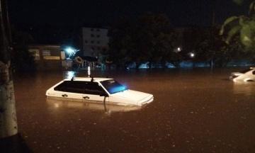 В Одессе из-за ливня затопило улицы. Без электричества несколько районов
