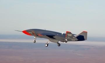 Австралійський бойовий дрон Loyal Wingman здійснив перший політ. У майбутньому він буде прикривати винищувачі