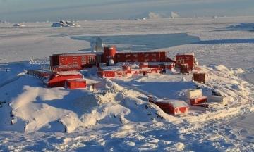 Вакцинація від коронавірусу дісталася Антарктиди. Щеплення отримали чилійські військові та полярники