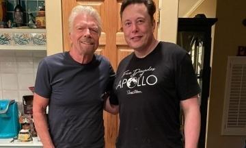 Ілон Маск забронював квиток на космоліт Virgin Galactic мільярдера Бренсона