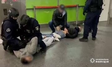 У Києві поліція врятувала блогерку з Ірану, яку пограбували на $1,5 млн і намагалися вивезти з дитиною в Туреччину