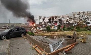 В Чехии торнадо разрушил несколько населенных пунктов. Сотни людей ранены