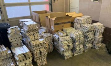 Цигарки на 1,5 млн гривень, 16 кг золота і валюта: у ДБР розповіли подробиці затримання працівників посольства України в Польщі